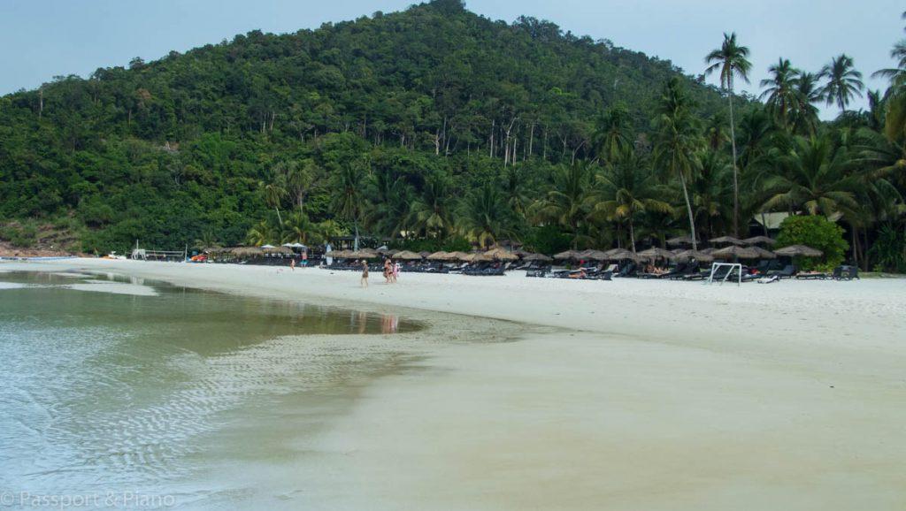 Taaras Beach Teluk Dalam Kecil